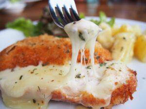 sajttal töltött rántott csirke
